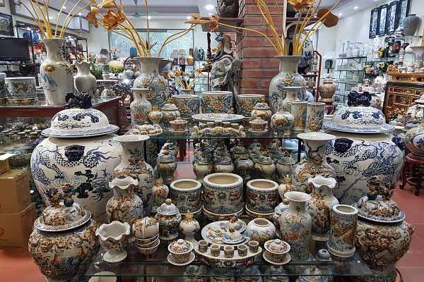 Có nhiều mẫu đồ dùng bằng gốm để thờ cúng