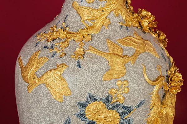 Bảo Bình Công Đào đắp nổi men rạn dát Vàng Cao Cấp Bat Tràng
