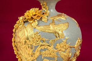 Bình hút lộc Công đào đắp nổi men rạn dát vàng cao cấp Bát Tràng