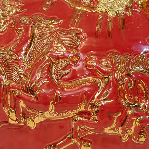 Bình hút lộc Mã Đáo Thành Công đắp nổi men Đỏ vẽ vàng Bát Tràng