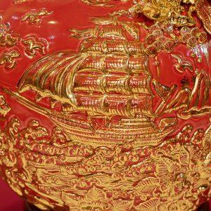 Bình hút lộc Thuận Buồm Xuôi Gió đắp nổi men Đỏ vẽ vàng Bát Tràng