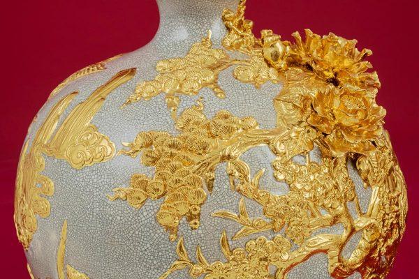 Bình hút lộc Tùng Hạc đắp nổi men rạn dát vàng cao cấp Bát Tràng