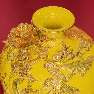 Bình hút lộc Tùng Hạc đắp nổi men Vàng vẽ vàng Bát Tràng