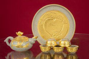 Bộ trà thờ đắp nổi men rạn dát vàng cao cấp Bát Tràng