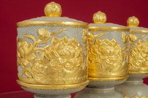 Đài thờ men rạn đắp nổi Sen dát vàng cao cấp Bát Tràng