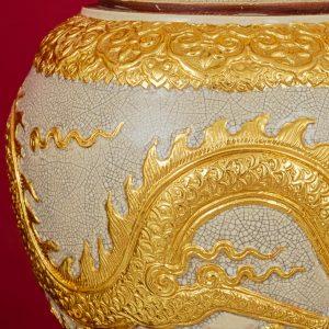 Đèn mạc men rạn đắp nổi Long Chầu Nguyệt dát vàng cao cấp Bát Tràng