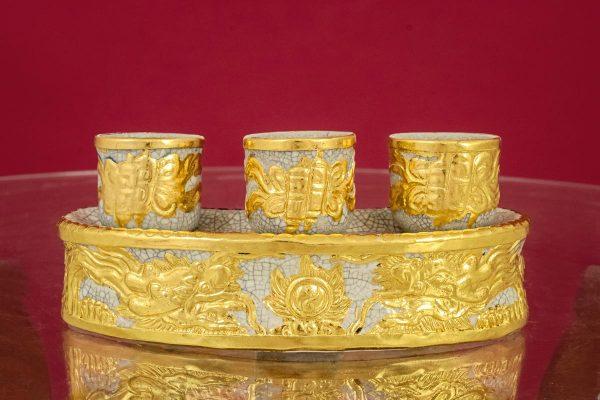 Kỷ cong men rạn đắp nổi Rồng Chầu Ngọc dát vàng cao cấp Bát Tràng 3 ly