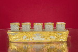 Kỷ thẳng men rạn đắp nổi Rồng Chầu Nguyệt dát vàng cao cấp Bát Tràng 5 ly